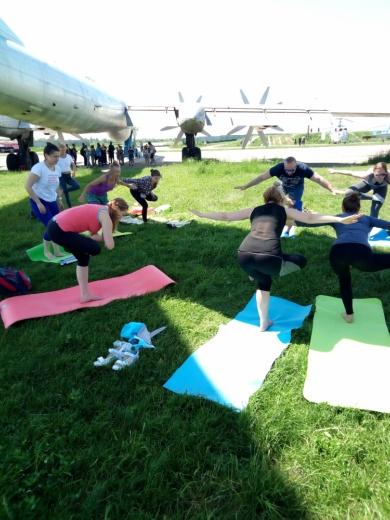 Безкоштовний майстер-клас із йоги в музеї авіації